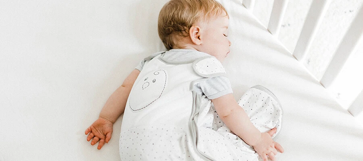 có nên cho trẻ sơ sinh nằm sấp khi ngủ