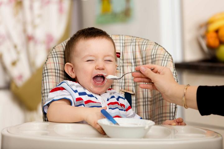 trẻ mấy tháng ăn được óc heo